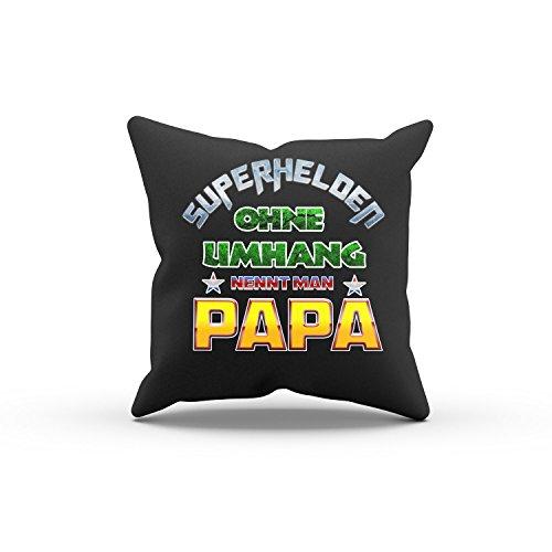 ohne Umhang nennt man Papa - FARBE: SCHWARZ MIT FÜLLUNG - Dekokissen / Zierkissen / Sofakissen / Kissen als Geschenkidee - 40 cm x 40 cm (Superhelden Deko-ideen)