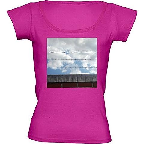 Camiseta Cuello Redondo para Mujer - Cielo Muro De Alambre De Púas by hera56