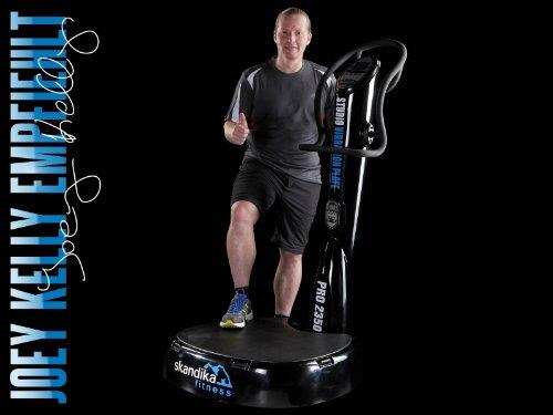 Skandika Studio Vibration Pro 2350 Studiogerät Vibrationstrainer mit 2 AC-Motoren und Trainingsgurten