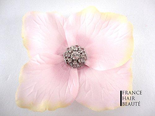 Fiore per capelli rosa chiaro. accessorio per capelli e gioielli capelli. fiore rosa ornee di strass swarovski al cuore della fiore. fissaggio a freddo e riposizionabile con clip. 1fiore per controllo.