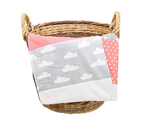 ULLENBOOM ® Babydecke Coral Wolken (70x100 cm Baby Kuscheldecke, ideal als Kinderwagendecke, Spieldecke geeignet, Motiv: Punkte, Sterne, Patchwork)