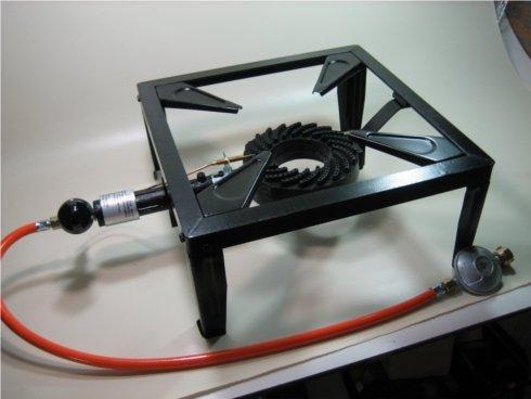 Preisvergleich Produktbild Bundle: Profi Hockerkocher 4-Bein mit Gussbrenner 9,5 kW + Schlauch + Regler