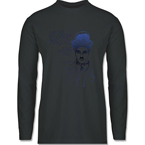 Shirtracer Statement Shirts - Charlie Chaplin - Zitat Aus der Rede Des Großen Diktators (Film) - Herren Langarmshirt Dunkelgrau