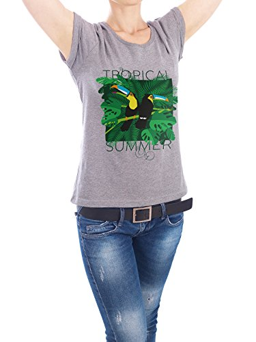 "Design T-Shirt Frauen Earth Positive ""Tropical Summer"" - stylisches Shirt Typografie Tiere Floral Natur von Pia Kolle Grau"
