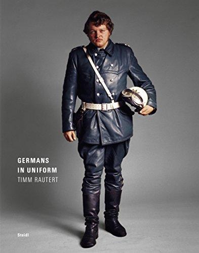 Germans in uniform par Timm Rautert