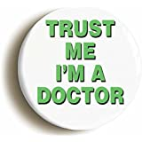 """TRUST ME I'M A DOCTOR"" FUNNY HOSPITAL FANCY DRESS BADGE BUTTON PIN (1inch/25mm diameter)"