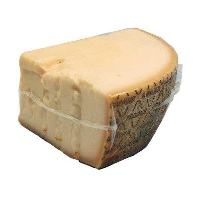 Il Grana Padano è un formaggio DOP a pasta dura, cotta e a maturazione lenta, prodotto esclusivamente in trentadue province dell'Emilia-Romagna, della Lombardia, del Piemonte, del Trentino Alto Adige e del Veneto. E' un formaggio da tavola o da gratt...