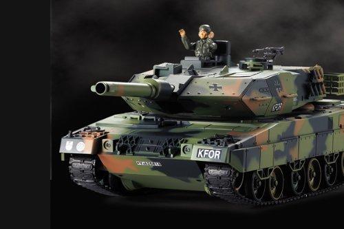 German Leopard 2A5 Airsoft KFOR-Edition - RC ferngesteuerter Panzer mit Airsoft Schuss, Sound und Beleuchtung, Modell im Maßstab 1:24 inkl. Akku, Ladegerät, Fernsteuerung und Munition -