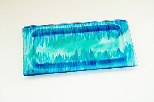 glass-plate-serving-dish-serving-tray-starters-sushi-cookies-candies-desserts-vdg2003-and-blue-hand-