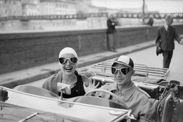 digitaldruck-poster-ruth-orkin-couple-in-mg-45-x-30cm-premiumqualitat-photokunst-made-in-germany-art