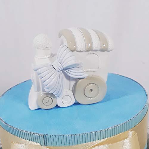 Tarta bombonera para nacimiento o bautizo de un niño, con figuras de trenes con efecto de porcelana brillante. Personalizable