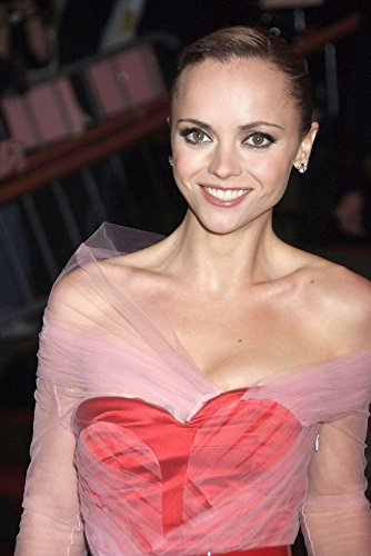 Christina Ricci (Wearing A Givenchy Gown And Bulgari Jewelry) At Arrivals For Superheroes: Fashion And Fantasy Gala Photo Print (40,64 x 50,80 cm)