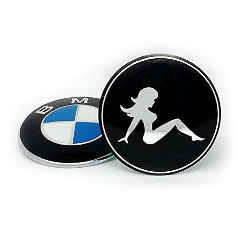 BMW TUNING EMBLEM 82mm by Emblemdeluxe® Zubehör Motiv Sexy Girl schwarz/chrom -Motorhaube,Kofferraum/Heckklappe E36 E39 E46 E60 E87 E90 E91 F10 X3 X5 M2 M3 M5 1er 2er 3er 4er 5er kein