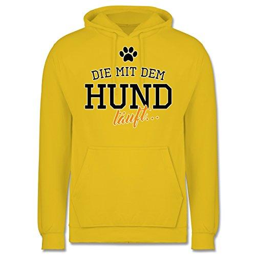 Hunde - Die mit dem Hund läuft - Männer Premium Kapuzenpullover / Hoodie Gelb