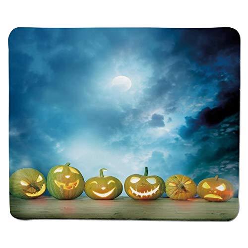 Mausunterlage Halloween, gespenstische Halloween-Kürbise auf hölzerner Tabelle Dramatischer nächtlicher Himmel-Druck-dekorativer, dunkelblauer hellgelber genähter Rand