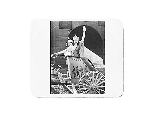 mousepad-with-woman-in-chariot