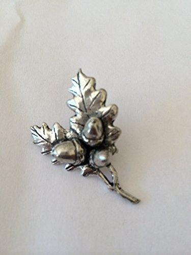 C24 Eichen-Anstecknadel aus feinem englischen Zinn-Abzeichen mit prideindetails Geschenkpackung