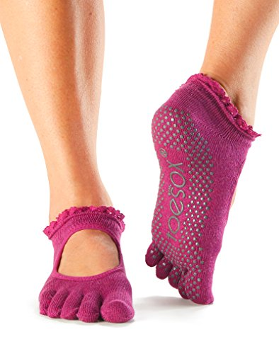 Toesox Bella de la mujer Full Toe Grip antideslizante para yoga, pilates, Barre, Ballet para dedo del pie calcetines, SM (Men's Shoe 5-7, Women's Shoe 6-8), Sangria