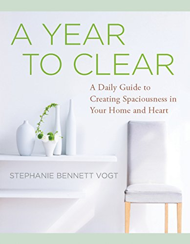 A Year to Clear: A Daily Guide to Creating Spaciousness in Your Home and Heart (English Edition)