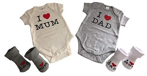 Baby Body Set | 2 Bodys 2 Paar Socken | Junge & Mädchen | Geschenkset | Geschenk zur Geburt und Taufe | Babykleidung | Kurzarm | 100{4d4d9084446f78cdc066032eb76cfd6d15a878619e6bd5907896b45bce7c11b9} Bio-Baumwolle