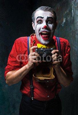ry clown and a camera on dack background. Halloween concept #121952103 - Bild auf Leinwand - 3:2-60 x 40 cm/40 x 60 cm (Scary Clown Bild)