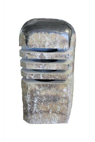 Laterne aus Basalt, mit abgerundetem Kopf