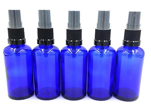 Glasflaschen, 5 Stück x 50ml blaues Glas York Flasche mit schwarzem Zerstäuber/Zerstäuber Kappe. Passend für Aromatherapie, Kunst, Basteln, Erste Hilfe, Reisegröße Spray, Insektenschutzmittel Spray, Gesichtserfrischung usw. (Kunst Spray-farbe)