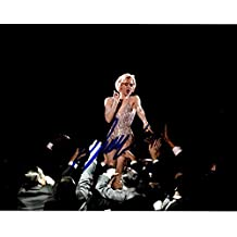 """Renee Zellweger Signed Autographed """"Chicago"""" Glossy 8x10 Photo - COA Matching Holograms"""