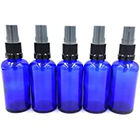 Pack de 5 x frascos de cristal azul 50ml con tapa pulverizador/spray negro. Apropiado para aromaterapia, arte, manualidades, primeros auxilios, tamaño de viaje spray, repelente de insectos, rociador facial, etc.