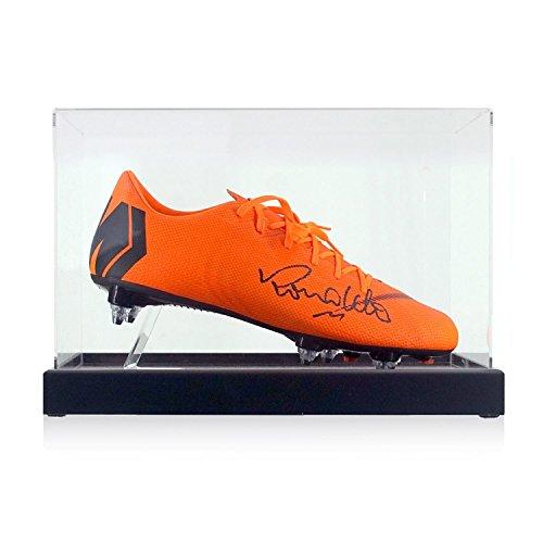 Exclusive Memorabilia Scarpa da calcio firmata da Ronaldo Luis Nazário de Lima. In vetrina