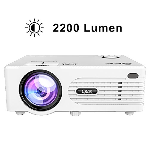Proiettore LCD QKK da 2200 Lumen, Mini Proiettore, Supporta 1080P Full HD, HDMI, VGA, USB x 2, SD, AV e Interfaccia Cuffie, incluso HDMI e cavo AV, Intrattenimento Multimedia Home Theater, Bianco.