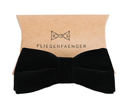 rgebundene Herren Fliege Schwarz aus edlem Samt für deinen Anzug individuell verstellbar inklusive Geschenk Box (Samt Anzüge)