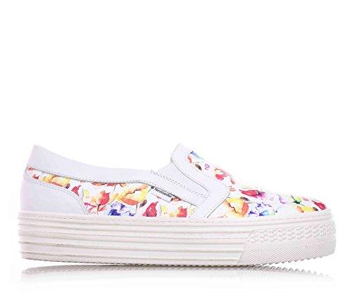 NERO GIARDINI - Slip on bianca in pelle, con inserti laterali elasticizzati, decorazioni floreali, Bambina, ragazza, donna-35