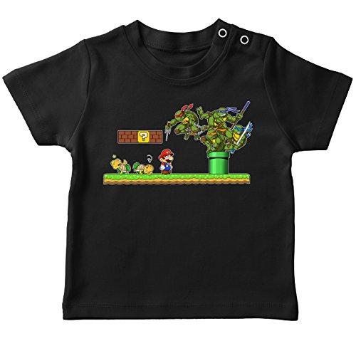 Okiwoki T-Shirt bébé Noir Tortues Ninja - Mario Bros parodique Donatello, Michelangelo, Leonardo, Raphael et Super Mario : La Revanche des Tortues ! (Parodie Tortues Ninja - Mario Bros)
