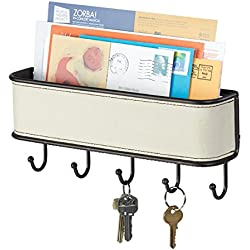 mDesign Colgador de llaves con estante para uso variado - organizador de llaves en colores crema, bronce y acero inoxidable - con detalles en cuerina - con práctico estante para correo, revistas y celulares