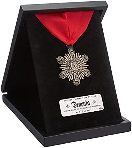 Factory Entertainment Universal Monsters Dracula Medallion Prop Replica (Limited Edition)