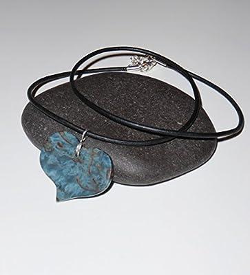 Collier femme cœur en Bouleau de Carélie bleu. Collection Les Romantiques.