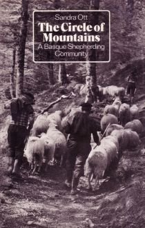 The Circle of Mountains: Basque Shepherding Community por Sandra Ott