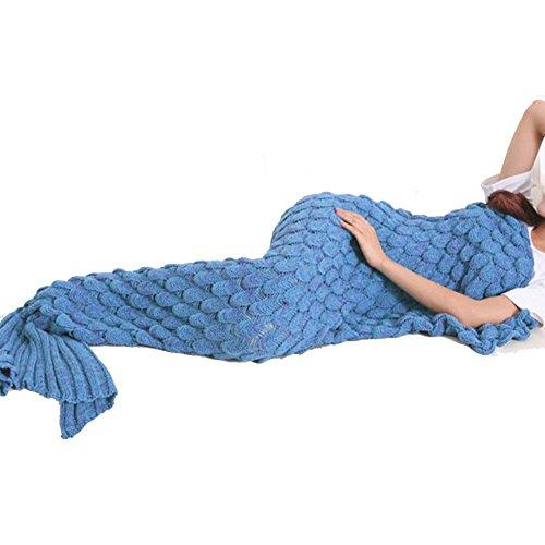 Produktbild Korallenblau Meerjungfrau flosse Decke, Handgemachte häkeln Fischschwanz Waage kuscheldecke für Erwachsene Mädchen Damen Jahreszeiten Schlafsack Kostüm (71-75x35In) (Blau)
