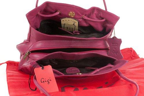 """Schultertasche Leder """"Othello"""" von Gigi - GRÖßE: B: 27-32 cm, H: 24 cm, T: 8 cm Berry (Violett)"""