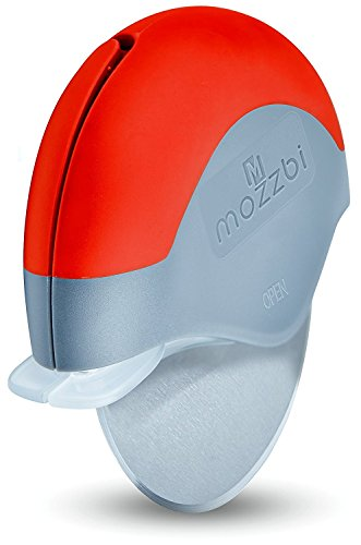 pizza-cutter-wheel-stainless-steel-with-integrated-blade-guard-in-blue-lime-and-red-from-mozzbi