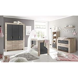 Babyzimmer Emy in Eiche Sägerau und Graphit 6 teiliges Megaset mit Schrank, Bett und Umbauseiten, Lattenrost…