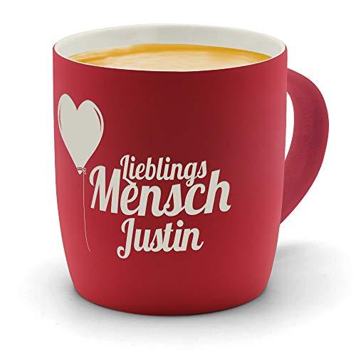 printplanet - Kaffeebecher mit Namen Justin graviert - SoftTouch Tasse mit Gravur Design Lieblingsmensch - Matt-gummierte Oberfläche - Farbe Rot