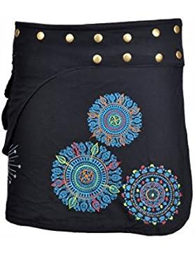 Las señoras envuelven la falda redonda del hippy Popper con las impresiones y el bordado coloridos
