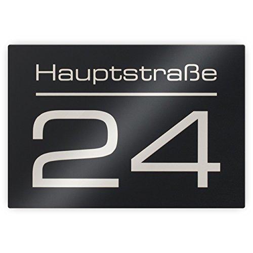 Metzler-Trade® Hausnummer Hausnummernschild mit Beschriftung Straßenname/Name und Wunsch-Nummer - Laser-Gravur kein Verblassen - Farbe: Anthrazit RAL 7016 / Schrift: Weiß - UV-beständig - 16 x 11 cm