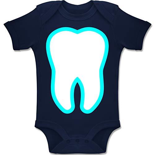 Fee Zahn Accessoires Kostüm - Shirtracer Karneval und Fasching Baby - Farbiger Zahn - Zahnfee Kostüm - 6-12 Monate - Navy Blau - BZ10 - Baby Body Kurzarm Jungen Mädchen
