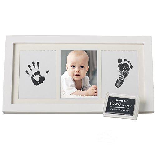 fussabdruck farbe KOSTBARES Baby Handabdruck und Fußabdruck Fotoalbum für Jungen und Mädchen mit schadstofffreier Farbe, kostbarem Bilderrahmen aus Holz Acrylglas - die ideale Baby Deko und das beste Babyparty Geschenk