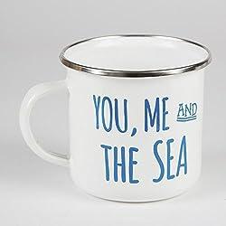 """Taza Sass and Belle EN037 esmaltada con mensaje en inglés """"You, me and the sea"""", color azul y blanco"""