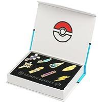 Katara - Set di 8 Spille Spillette Quinta Generazione dei Pokemon Gym Badge da Collezione in Confezione Regalo - Medaglie Lega Pokemon di Unima
