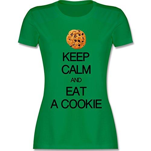 Keep calm - Keep calm and eat a cookie - tailliertes Premium T-Shirt mit Rundhalsausschnitt für Damen Grün